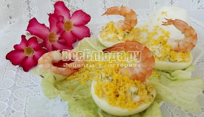 Праздничный салат Белые лебеди в половинках яиц