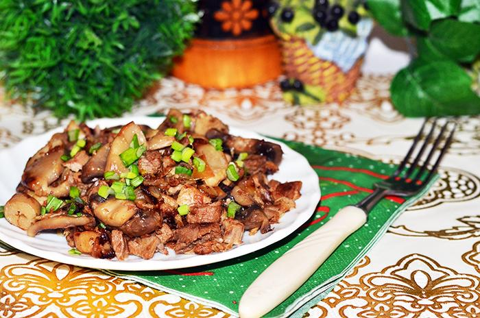 Жареные грибы (шампиньоны) с мясом