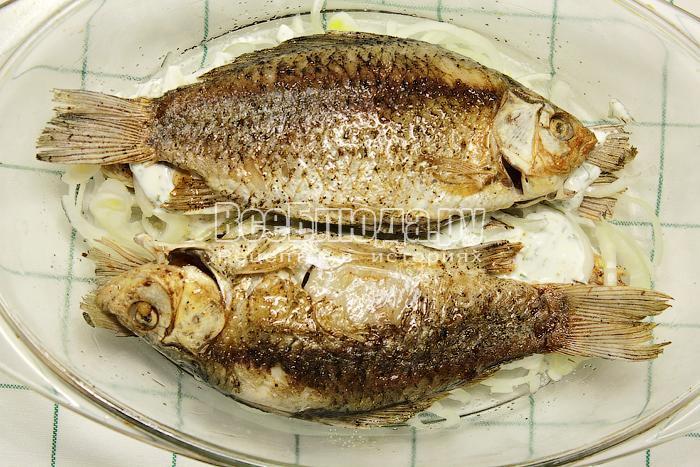 Выложили второй слой рыбы