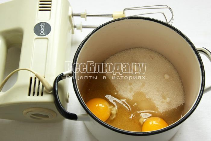 готовим тесто для коржей