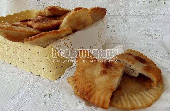 Рецепт маленьких чебуреков (тесто на кипятке)