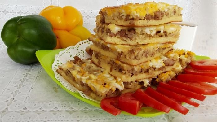Несладкий пирог на скорую руку с мясным фаршем и яйцами