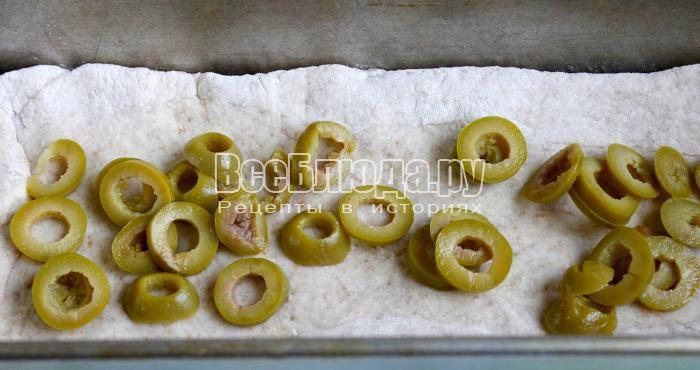 положить оливки