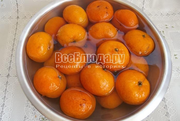 залить мандарины кипятком