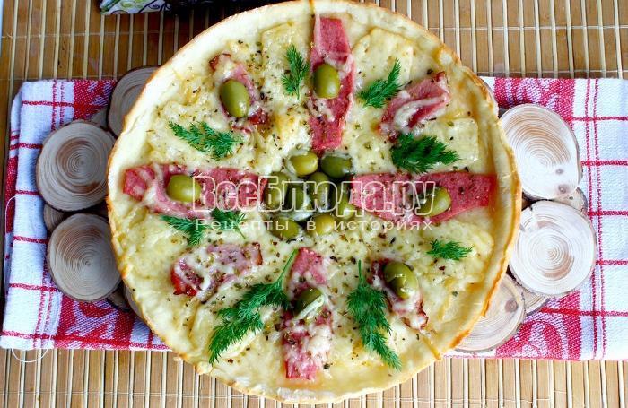 Пицца Цветочек с колбасой, ветчиной и сыром