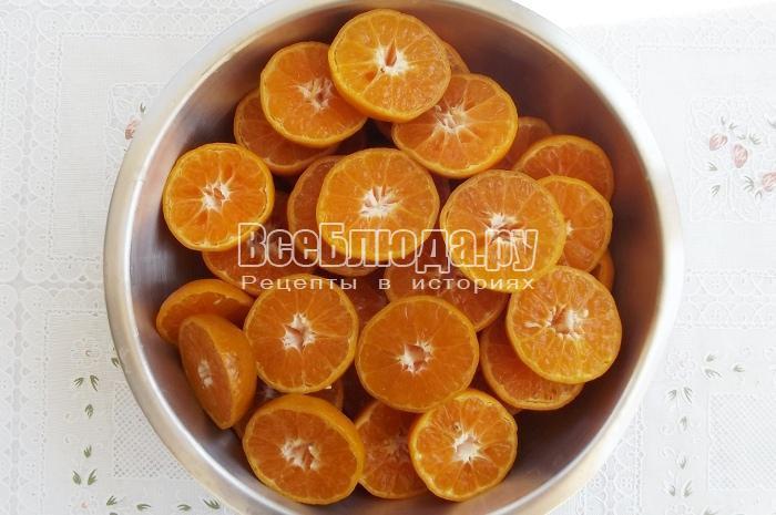 разрезать мандарины пополам