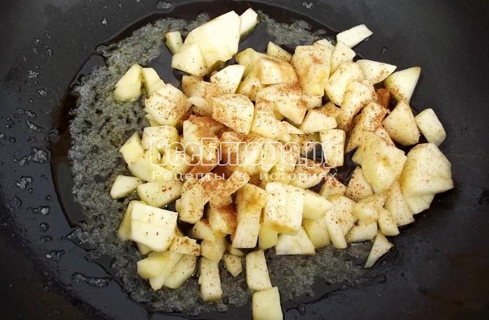 карамелизовать яблоки
