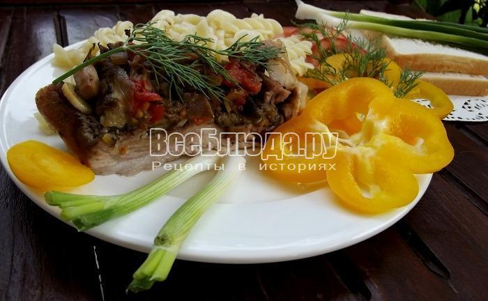 Рулет из свинины с баклажанами и грибами