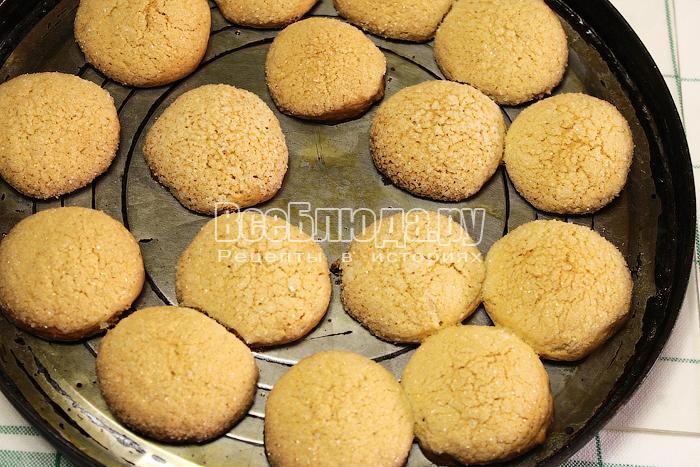 Готовое имбирное печенье в форме