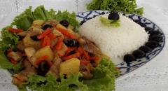 Как приготовить мясо с ананасами и оливками (жарим на сковороде)