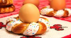 Пасхальная выпечка - веночки с белковой глазурью