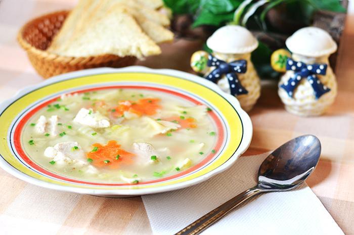 Суп с макаронами в виде бантиков