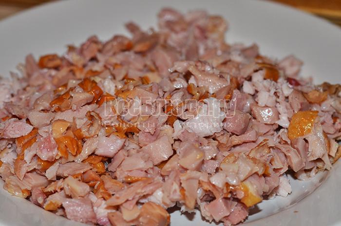 нарежьте куриное мясо