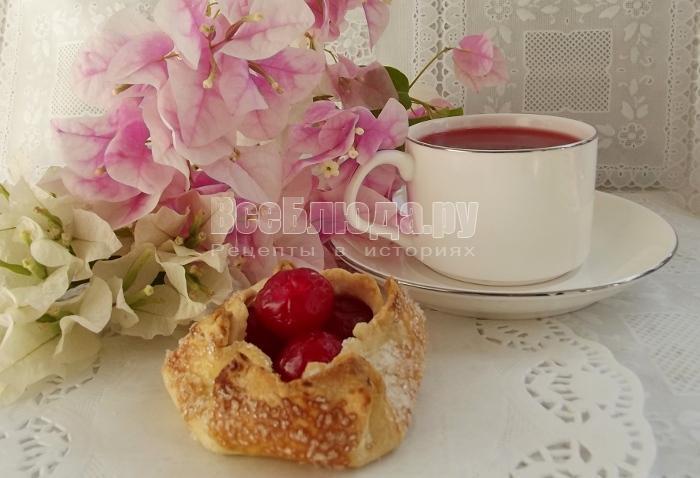 готовые вишневые корзинки с чаем