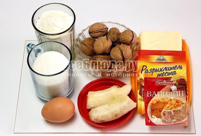 готовим ингредиенты для маффинов с бананом