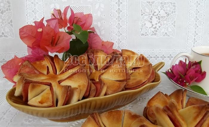Цветочки из колбасы и теста - рецепт интересной выпечки