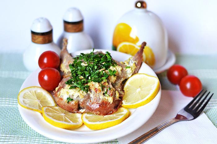 Рецепт перепелов в сметано-чесночном соусе...