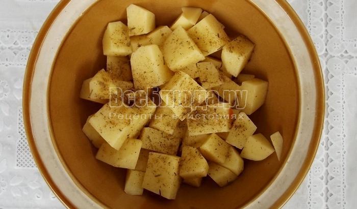 выложить в горшочек картошку