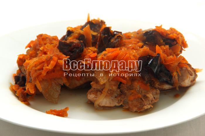 подаем свинину с черносливом с картошкой