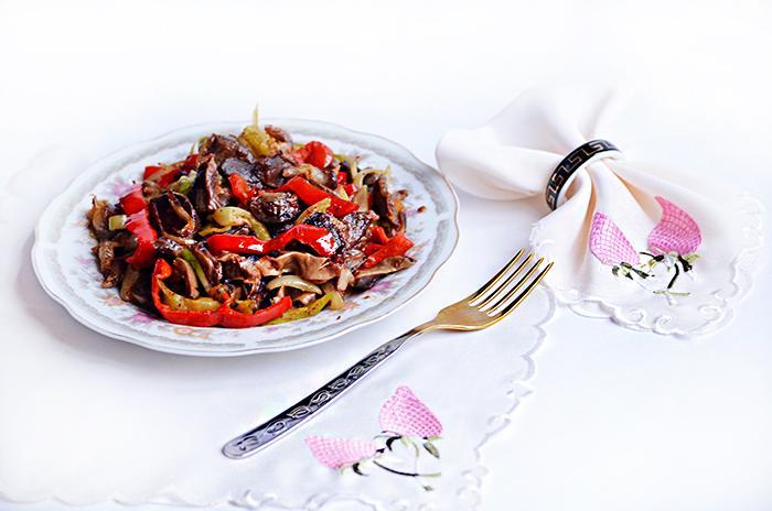 Рецепт куриных желудков с луком и болгарским перцем