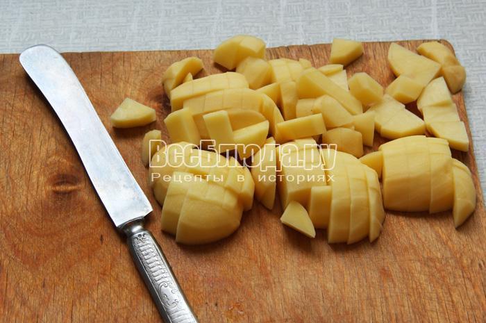 почистить и нарезать картошку