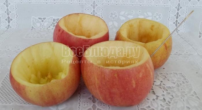 вырезать мякоть из яблок