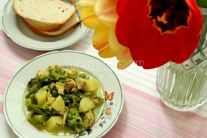 Рагу из курицы с овощами (спаржа, брокколи)
