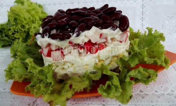 Рецепт салата из крабовых палочек с фасолью, яйцами и тунцом
