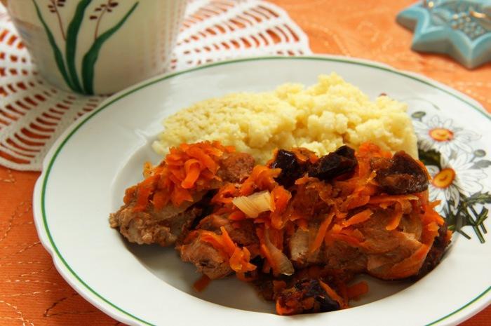 Рецепт свинины, тушеной с черносливом