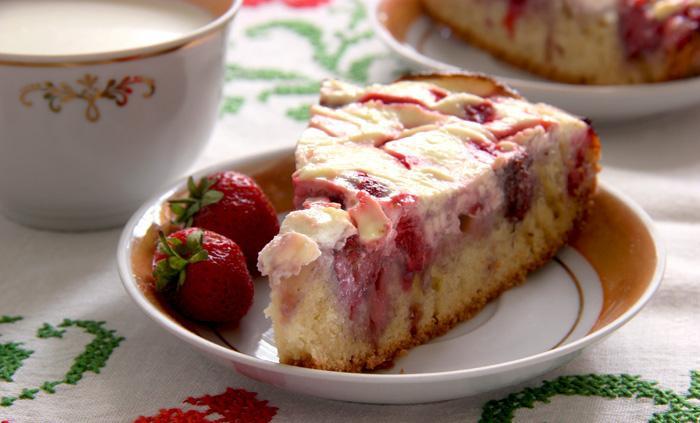 Рецепт творожного пирога с клубникой