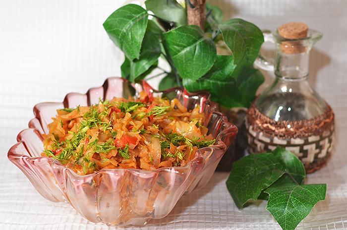 Как вкусно потушить капусту с зеленью