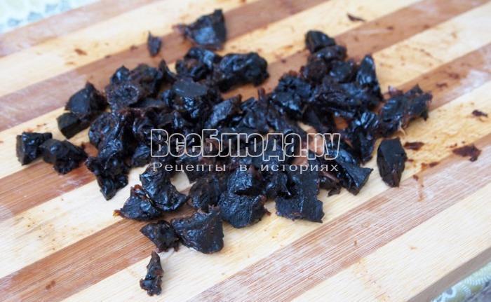 порезать изюм и чернослив