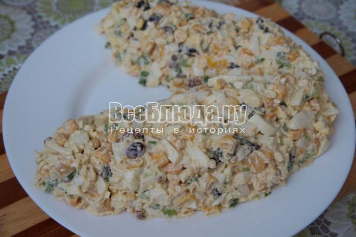 выложить салат в форме кукурузы