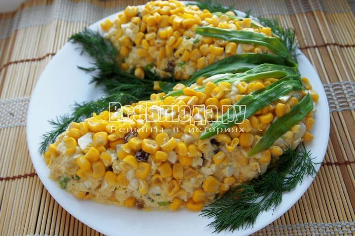 готовый салат из кукурузы можно подавать