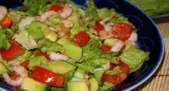 Рецепт легкого салата с креветками и авокадо