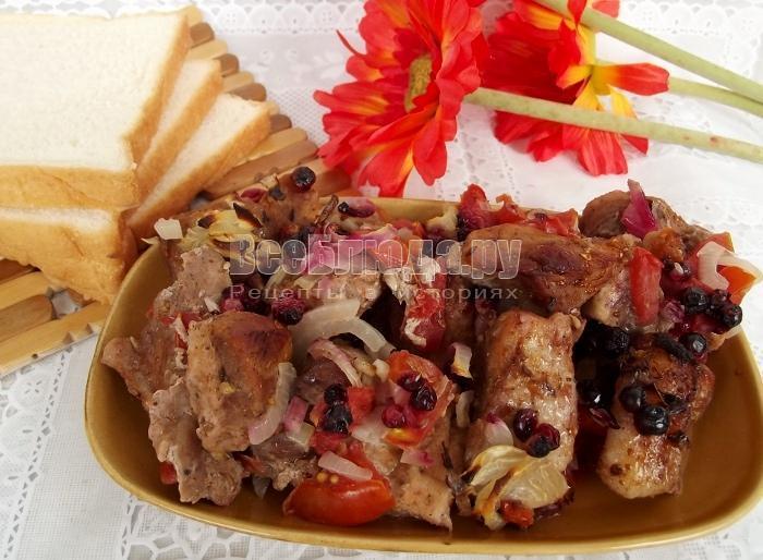 готовое мясо с брусникой