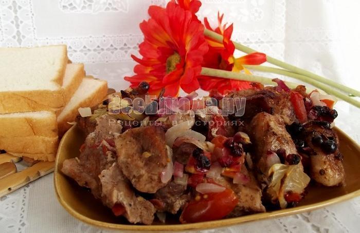 запеченое мясо с брусникой