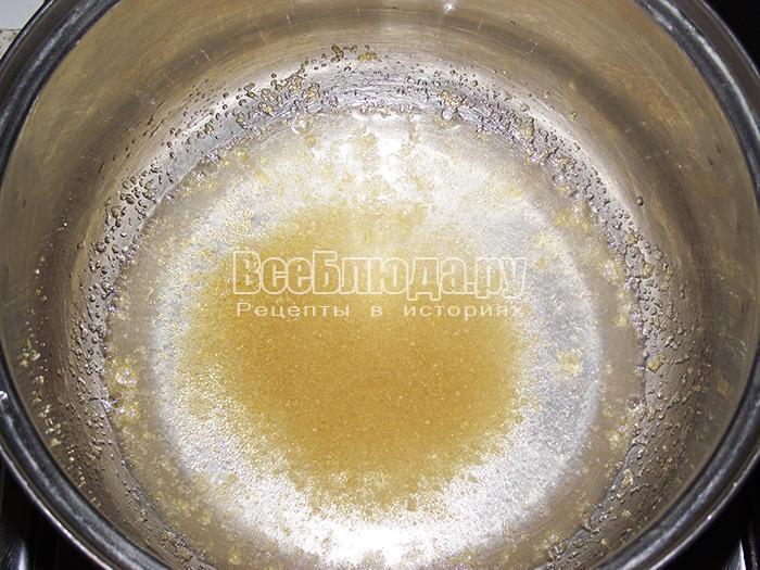 высыпите желатин в кастрюлю