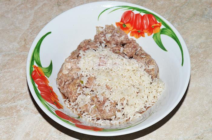 добавьте в фарш рис
