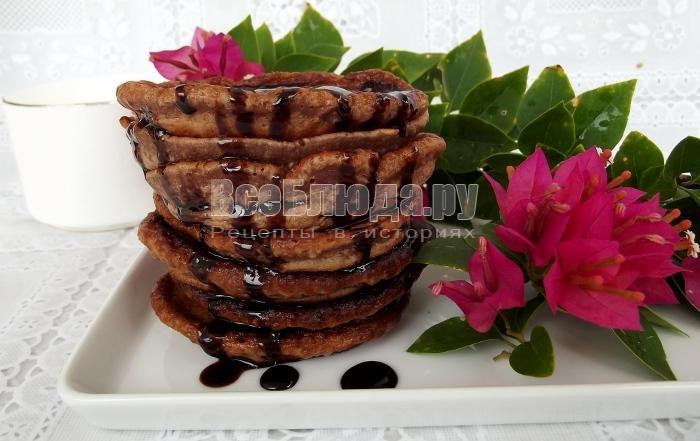 готовые оладьи с какао