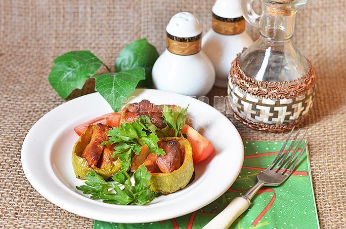 готовые запеченные кабачки с мясом