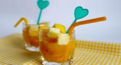 Рецепт фруктов в апельсиновом соке, рецепт десерта с хурмой и яблоком