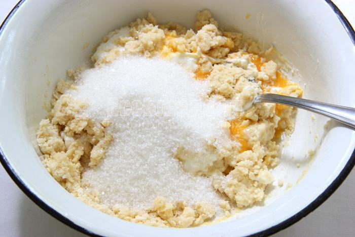 вымешиваю песочное тесто
