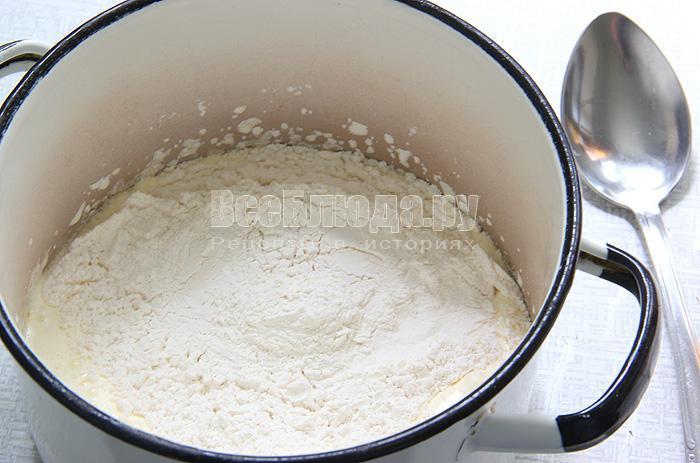 вымешиваю бисквитное тесто
