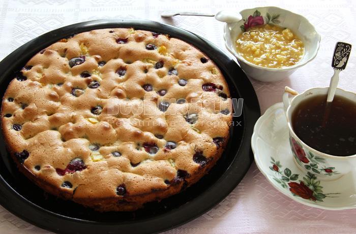 готовый песочно бисквитный пирог