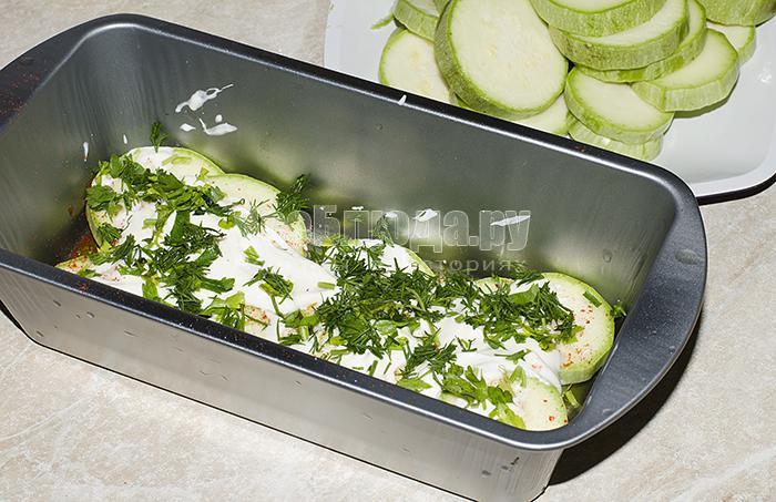 посыпьте кабачки зеленью