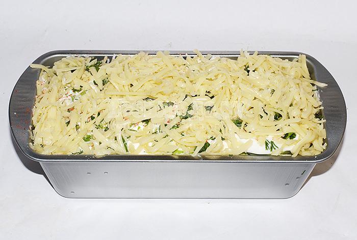 посыпьте кабачки сыром