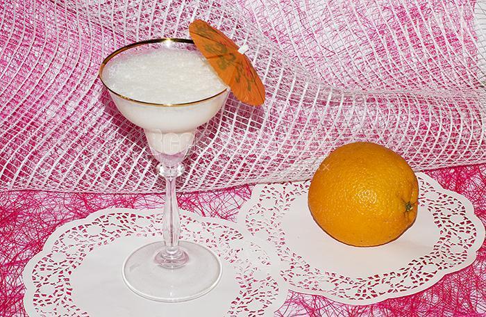 апельсиновый коктейль с мороженным и молоком