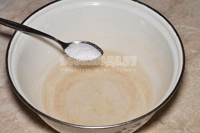 добавьте соль в воду