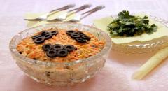 Салат куриный с черносливом, морковкой, кукурузой, оливками (Олимпик)